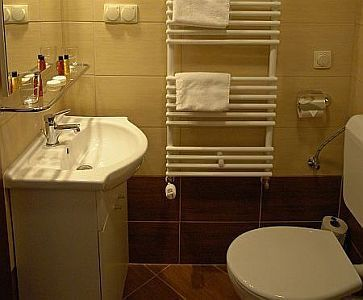 City aparthotel Budapest - bathroom in City Hotel Budapest - cheap and comfortable apartments in Budapest